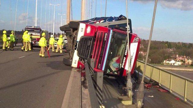 Lorry overturned on Cromarty Bridge