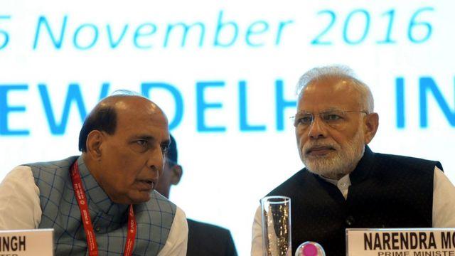 राजनाथ सिंह के साथ नरेंद्र मोदी