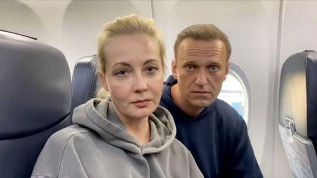 ناوالنی و همسرش با پروازی از برلین راهی مسکو شدند