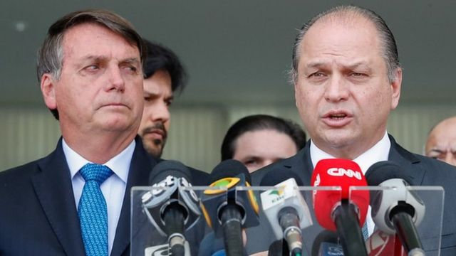 Bolsonaro ao lado de Ricardo Barros em entrevista em Brasília em setembro de 2020