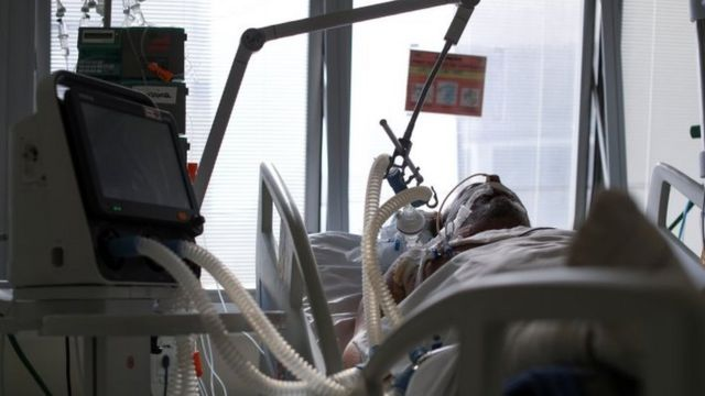 Paciente intubado em UTI paulista