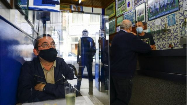 Bar aberto em Porto