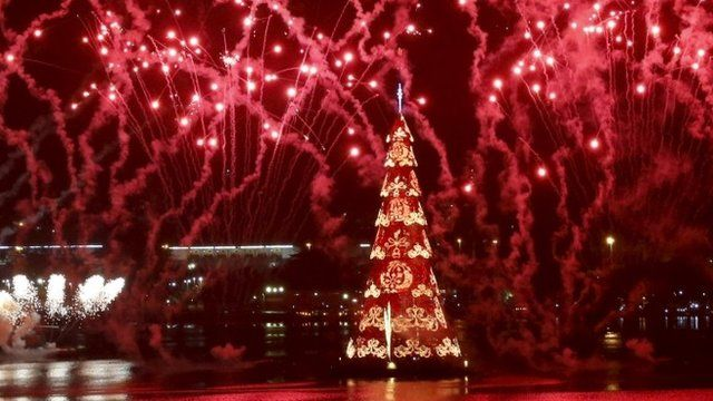 media player floating christmas tree in brazil