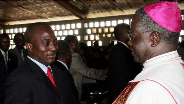 Le président Joseph Kabila avec l'archevêque de Kinshasa, Laurent Monsengw