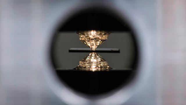 Una celda de yunque de diamante