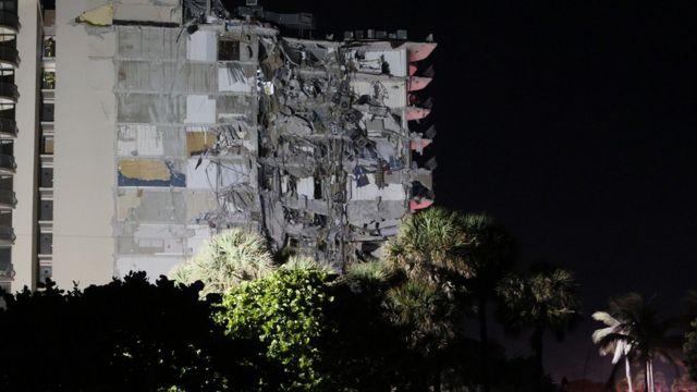 El edificio derrumbado se derrumbó parcialmente en Miami