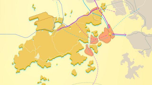 """""""明日大屿""""计划包括建造多个人工岛(图中粉红色范围),并用多个新的道路和铁路网络(紫色和蓝色线所示)把它与香港其他地方连接起来。"""