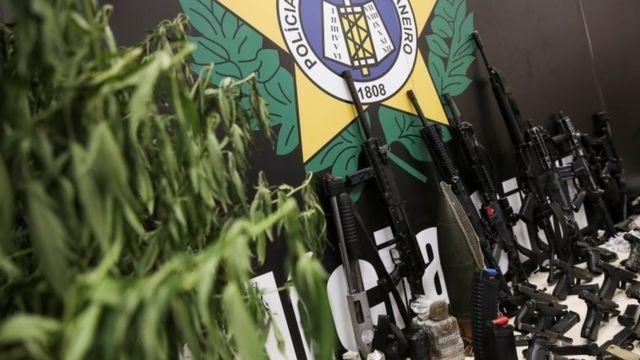 Polícia carioca exibiu armas e drogas apreendidos na ação no Jacarezinho