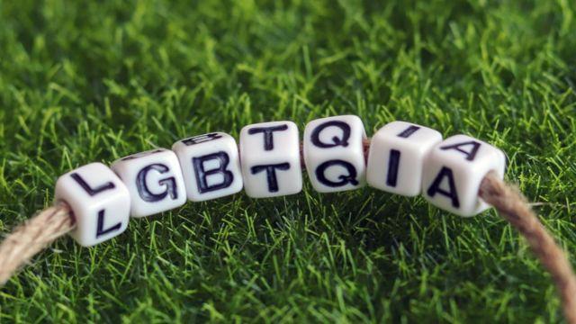 Pulsera con las letras LGBTQIA