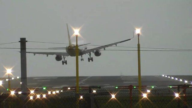 Plane aborts landing due to gusts up to 70mph