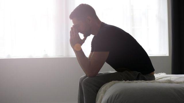 Hombre deprimido.