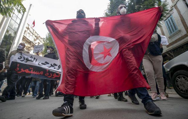 بعض المتظاهرين يطالبون بإدراج اسم قتلى احتجاجات عام 2011 ضمن لوائح الشهداء