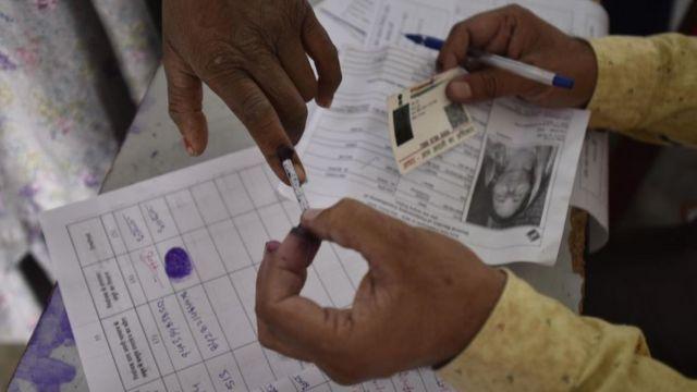 மக்களவைத் தேர்தல் 2019: தொடங்கியது மூன்றாவது கட்ட வாக்குப்பதிவு