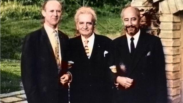 William Pickering (izq.), Theodore von Karman (centro) y Frank J. Malina (der.)