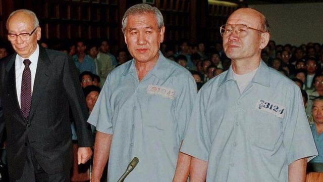 Roh Tae Woo và Chun Doo Hwan ra tòa năm 1996