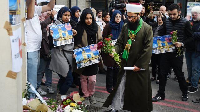 Мусульмане с цветами