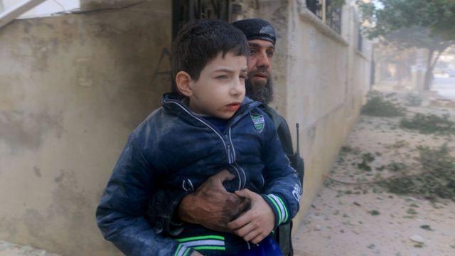 活動家たちによると、ロシアのイドリブ空爆で子供たちも死傷したと
