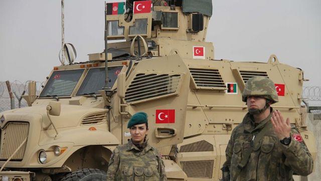 Afganistan'da son durum: Ankara, Taliban'ın Türk askerine karşı  'saldırganca bir tutum' içinde olmasını beklemiyor - BBC News Türkçe