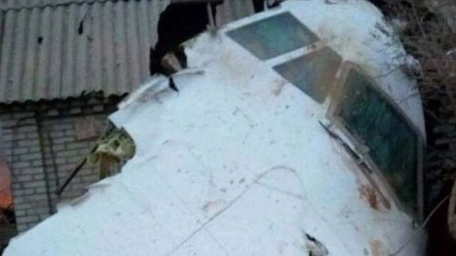 Кубатбек Бороновдун айтымында, учак кулаган тилкеде 43 үй болгон