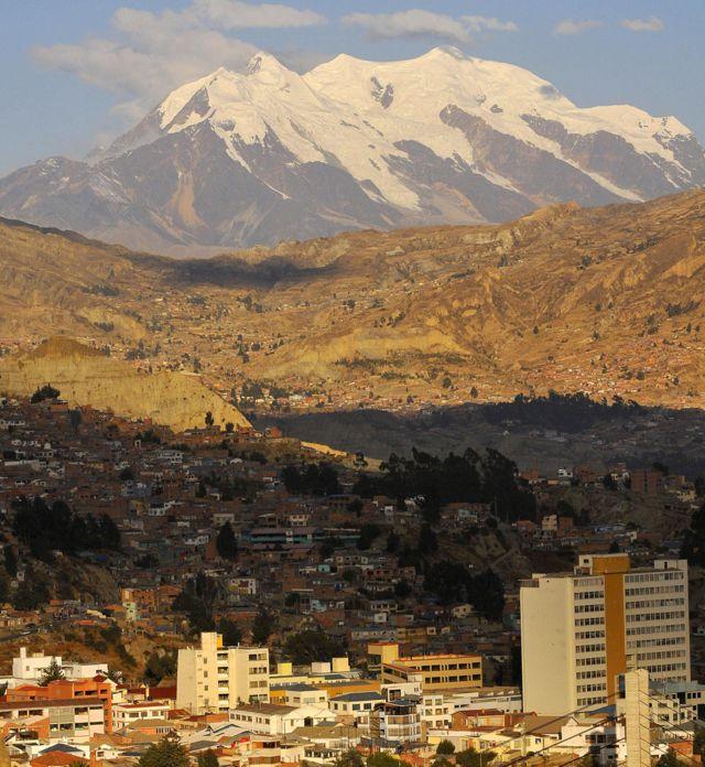 EL Monte Illimani visto desde La Paz, Bolivia
