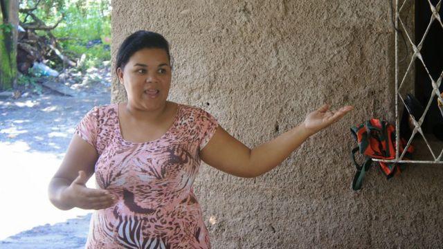Paula Santos, cuja família foi removida de casa em Recife