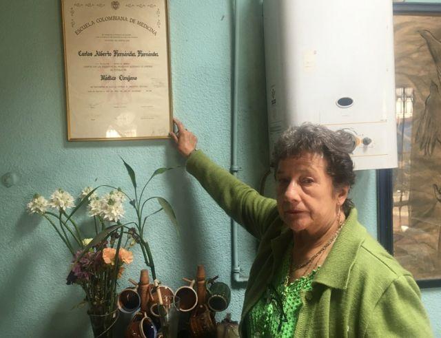 Lilia con el diploma