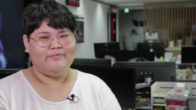 Why women in South Korea are cutting 'the corset'