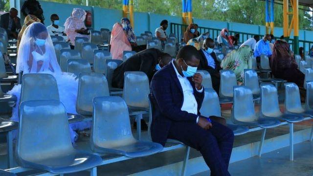 Abageni ababyeyi na bamwe mu batashye ubukwe bafungiwe kuri stade i Kigali