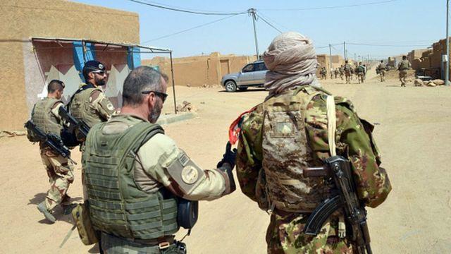 L'opération française Barkhane contre les jihadistes s'étend sur cinq pays du Sahel (Mali, Mauritanie, Tchad, Niger et Burkina Faso).