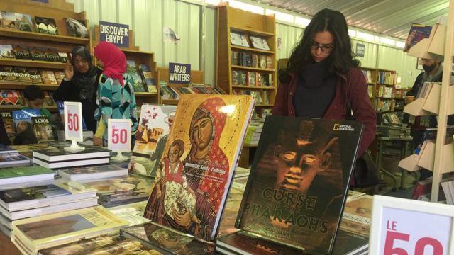 Les lecteurs restent cependant attachés à ce salon du livre qui est aussi l'occasion de faire des affaires.