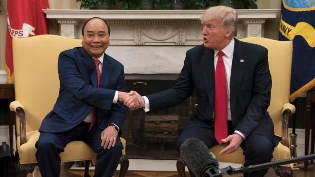 Thủ tướng Việt Nam Nguyễn Xuân Phúc hội đàm với Tổng thống Mỹ Donald Trump tại Nhà Trắng hôm 31/5