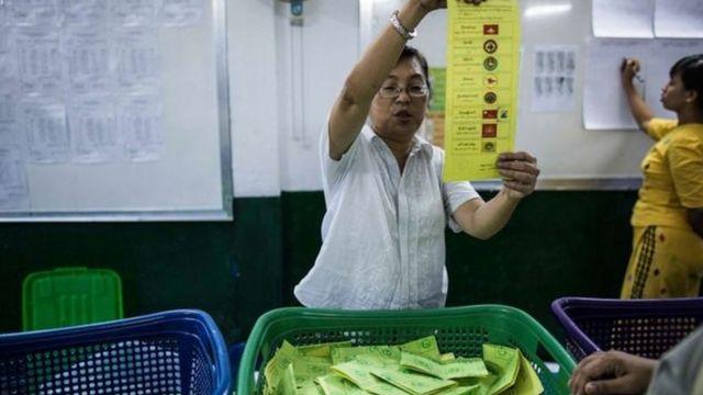 မဲဆန္ဒနယ် မဲစာရင်းမှာပါရမယ်။ မဲပေးတဲ့သူဖြစ်ရမယ်။ မဲမပေးတဲ့သူက စိတ်မဝင်စားလို့လေ၊ သူတို့ကို ခွင့်ပြုလိုက်မယ်ဆိုရင်၊ မမျှတဘူးဖြစ်နိုင်တယ်