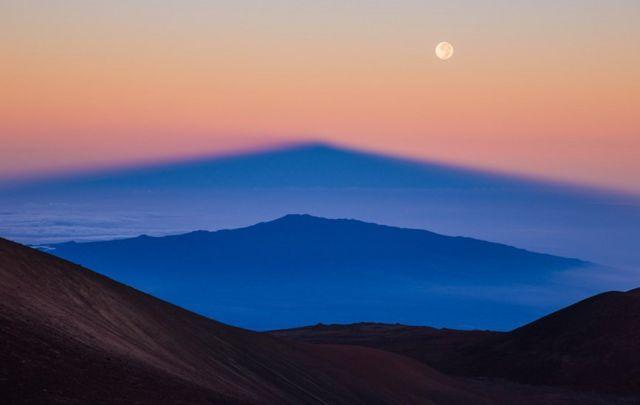 Reflejo del volcán Manua Kea, en Hawwaii
