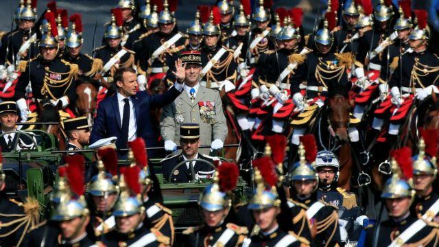 Президент Макрон с начальником генштаба