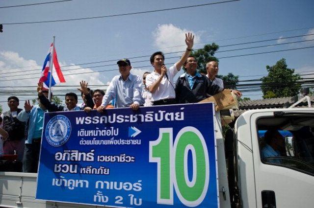อภิสิทธิ์ หาเสียง ช่วงการเลือกตั้งปี 2554