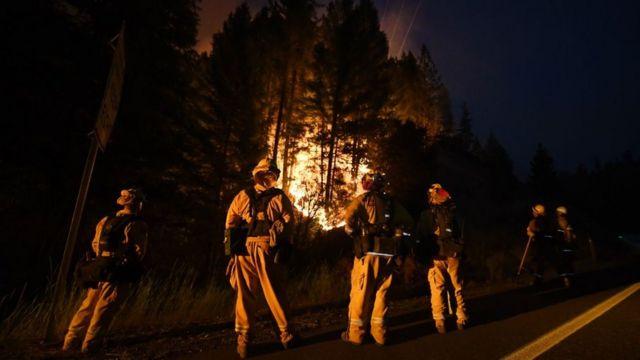 Vatrogasci u borbi protiv požara u Kaliforniji