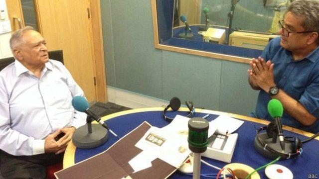 फ़्लाइंग आफ़िसर विनय कपिला बीबीसी स्टूडियो में रेहान फ़ज़ल के साथ