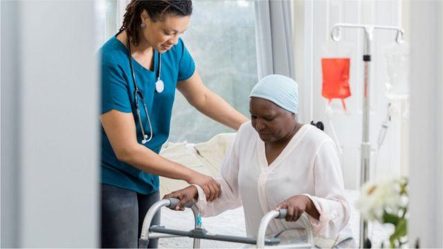 Koronavirüs: Covid-19 hastalarının yoğun bakım tedavisi ve iyileşme süreci  nasıl işliyor? - BBC News Türkçe