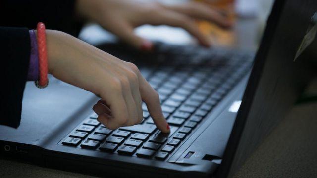 ల్యాప్ ట్యాప్ కీబోర్డు మీద చేతులు / Hands on a laptop keyboard