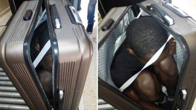 مراهق أفريقي مختبئ في حفيبة سفر