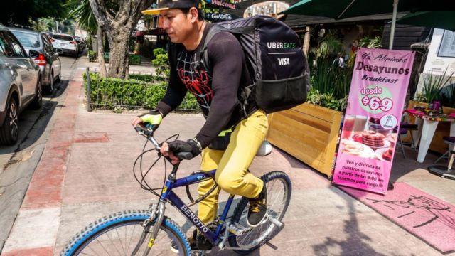 Repartidor de Uber Eats en Ciudad de México.