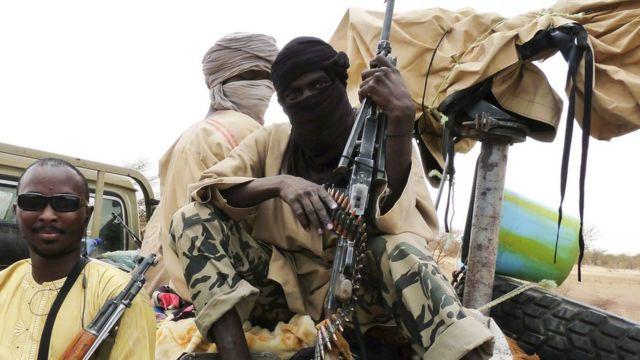 أرشيف - مسلحون تابعون لجماعة أنصار الدين شمالي مالي