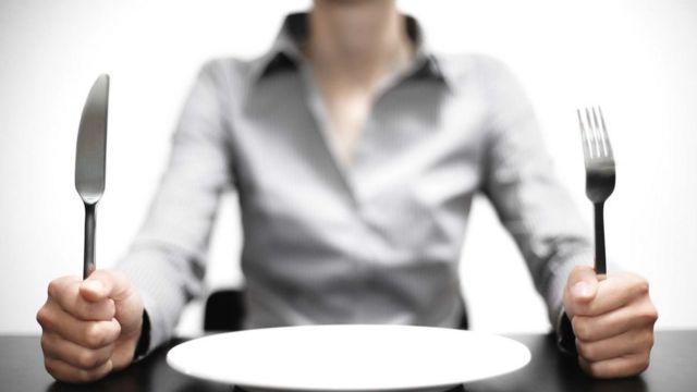 Женщина и тарелка