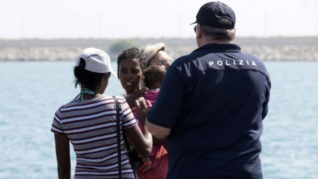 Žene i deca dolaze u Pocalo na Siciliji, 15. jul, 2018.