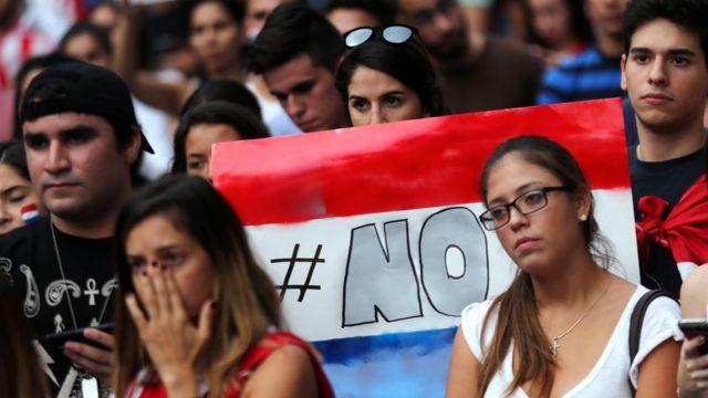 Manifestación en contra de la reelección presidencial en Paraguay