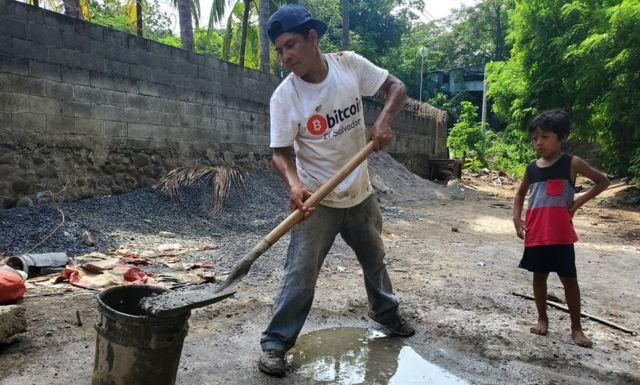 Obrero en El Zonte