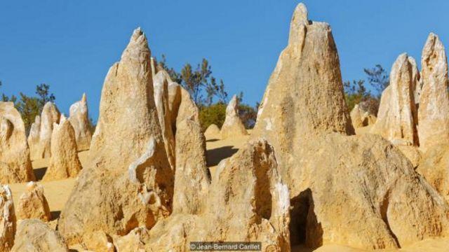 Khi nhìn thấy các Tháp Đá, những nhà thám hiểm đầu tiên tưởng rằng họ đã phát hiện ra tàn tích của một thành phố đã mất.