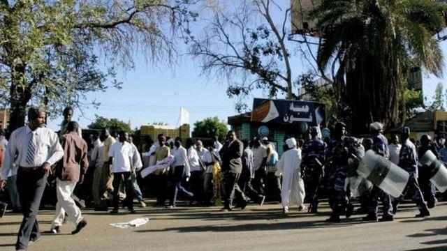Le Service national du renseignement et de la sécurité (NISS) avait arrêté en décembre plusieurs dizaines d'opposants ayant critiqué la décision de Khartoum d'augmenter de 30% les prix de l'essence et du diesel