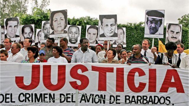 Manifestación en Cuba exigiendo la ajusticiamiento de Posada Carriles