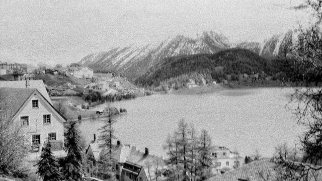 جھیل اور پہاڑ